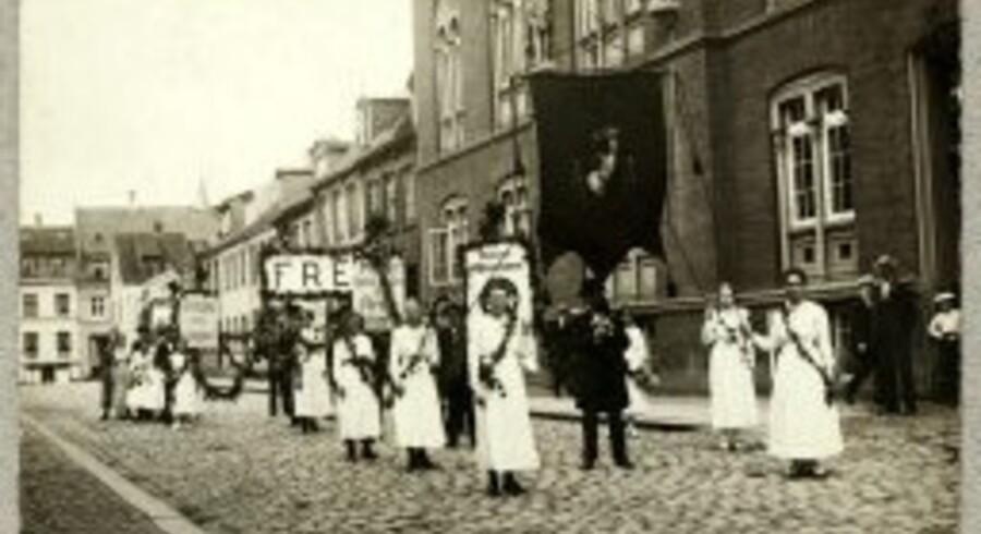 Kvindelig fredsdemonstration under Første Verdenskrig. Det kgl. Bibliotek