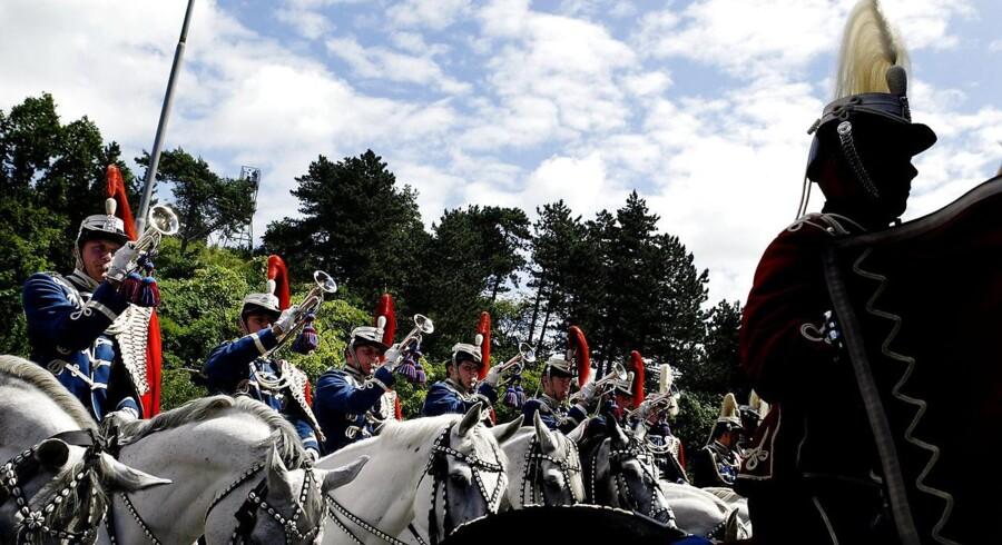 Gardehusarregimentets Hesteeskadrons var på sin sidste tur gennem Næstveds gader onsdag 9. juli 2003. Regimentet flyttede herefter til Antvorskov Kaserne i Slagelse. Foto: Claus Bjørn Larsen