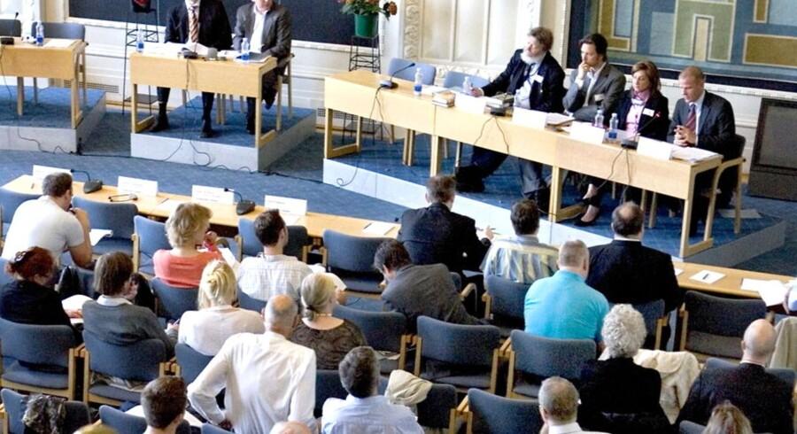 Mødedeltagere i Landstingsalen hvor Teknologirådet på vegne af Folketingets Retsudvalg arrangerede en høring, der søger at give et indblik i konsekvenserne ved regeringens plan for terrorbekæmpelse.