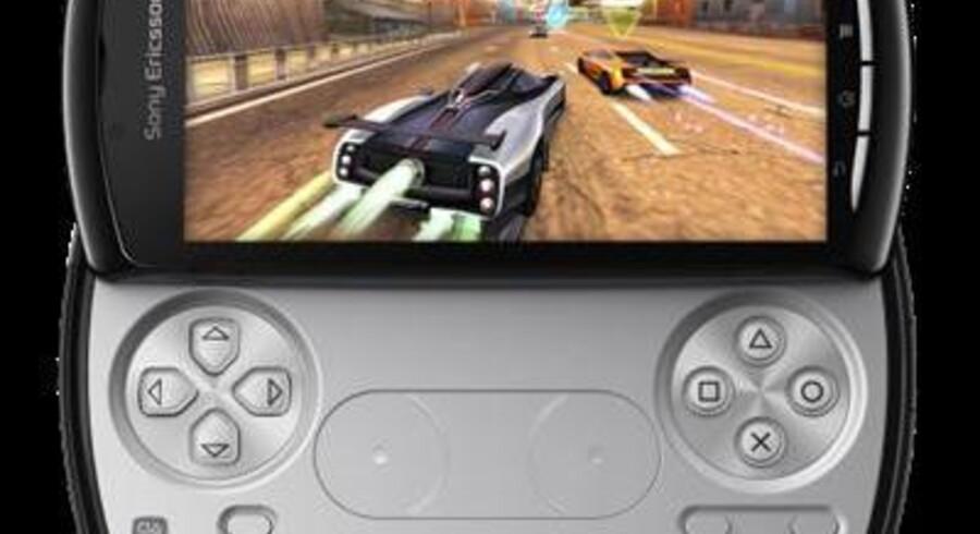 Der kommer ikke et tastatur frem, når man skyder bunden ud af Xperia Play, men derimod noget, som mange vil genkende fra en Playstation-controller. Foto: Sony Ericsson