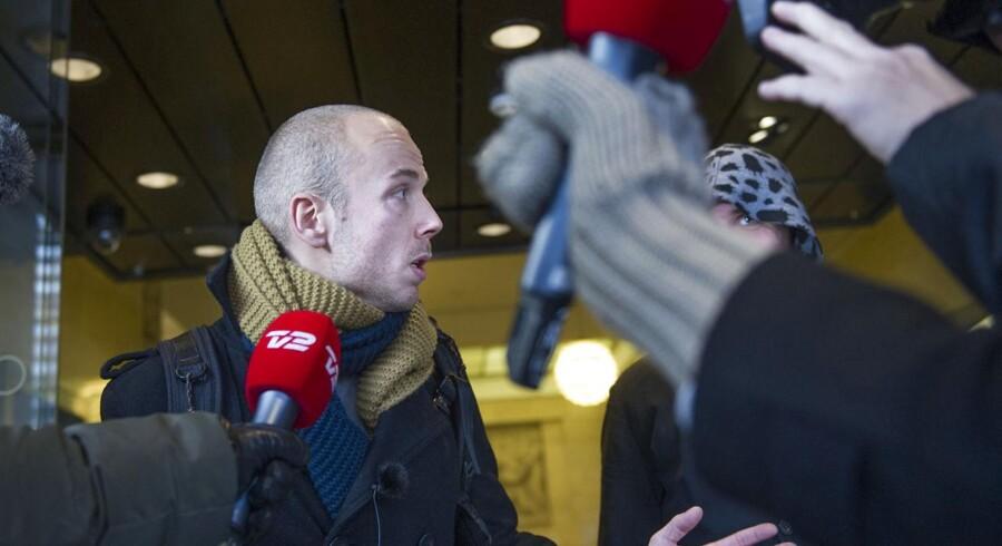 Morten Kok fra Occupy møder medierne efter mødet med Danske bank direktør Eivind Kolding onsdag den 19. december. (Foto: Jens Nørgaard Larsen/Scanpix 2012)