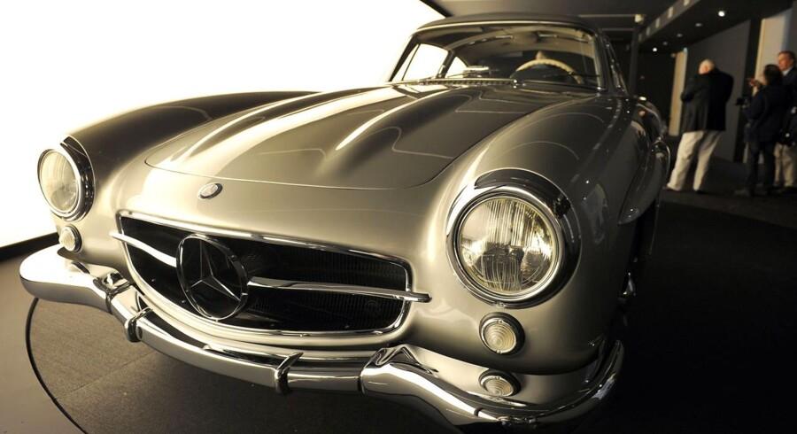 """Det var blandt andet en Mercedes Benz 300 SL - også kendt som """"mågevinge"""" eller """"sølvpil"""" - Martin Klütz solgte til sin kone til spotpris."""