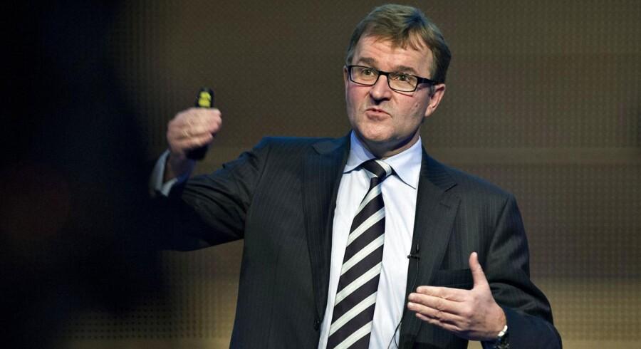 """Danske bank Eivind Kolding taler her ved offentliggørelsen af bankens nye strategi, """"New Standards"""". Den står han stadig ved, trods kritik."""