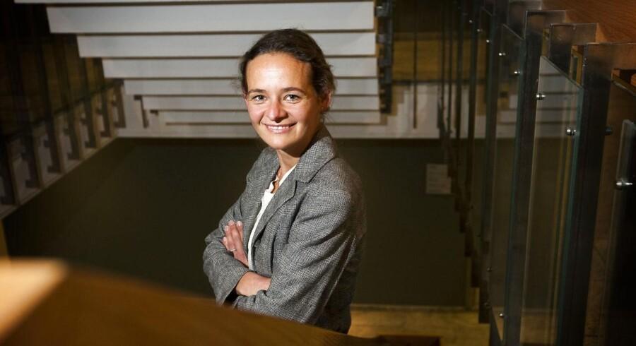 Vicedirektør i Finanstilsynet, Julie Galbo skruer nu bissen på overfor investeringsforeninger, der bryster sig med lånte fjer.