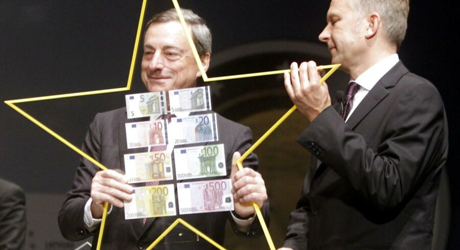 Mario Draghi (til venstre) garanterer, at ECB vil holde renten lav, så længe det er nødvendigt - det har nemlig ikke sparket Europas vækst i gang endnu.
