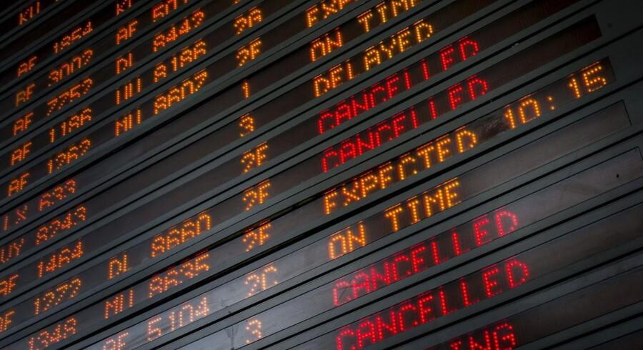 I Charles de Gaulle-lufthavnen i Paris er knap halvdelen af alle afgange ramt af forsinkelse eller aflysninger onsdag.