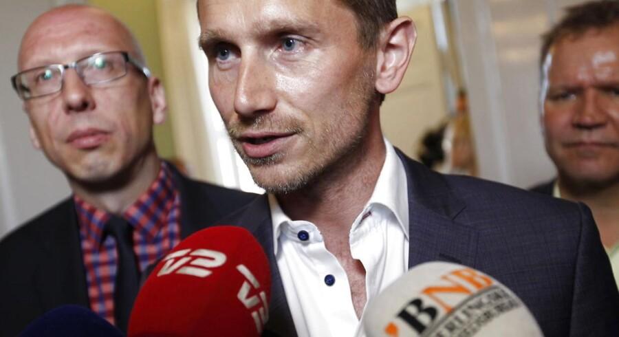 Venstres Kristian Jensen mener, at regeringen dækker over noget i Solcellesagen