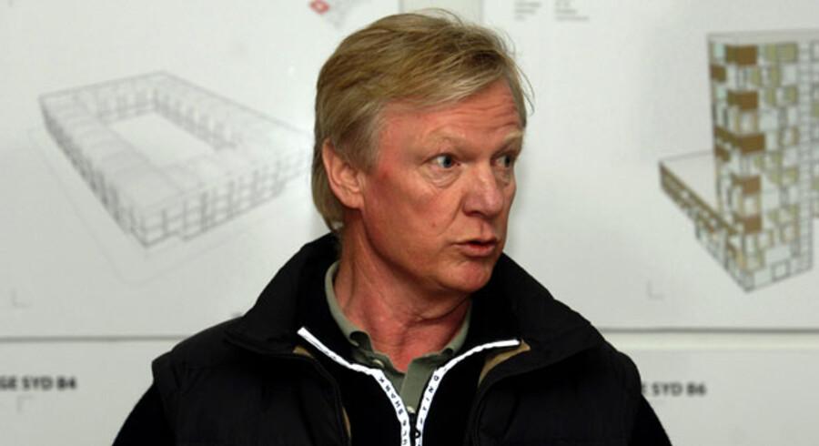 Anders Moesgaard er blevet krævet konkurs af Roskilde Bank. Nu svarer han igen med at stævne  banken for 383 millioner kroner.