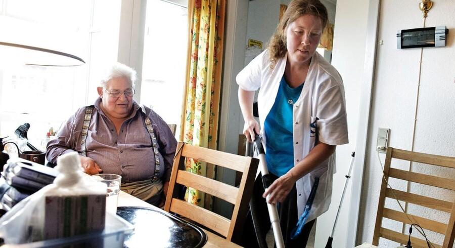 Ældre Sagen svært ved at se logikken i et nyt forslag om brugerbetaling på rengøringshjælp for velstillede ældre.