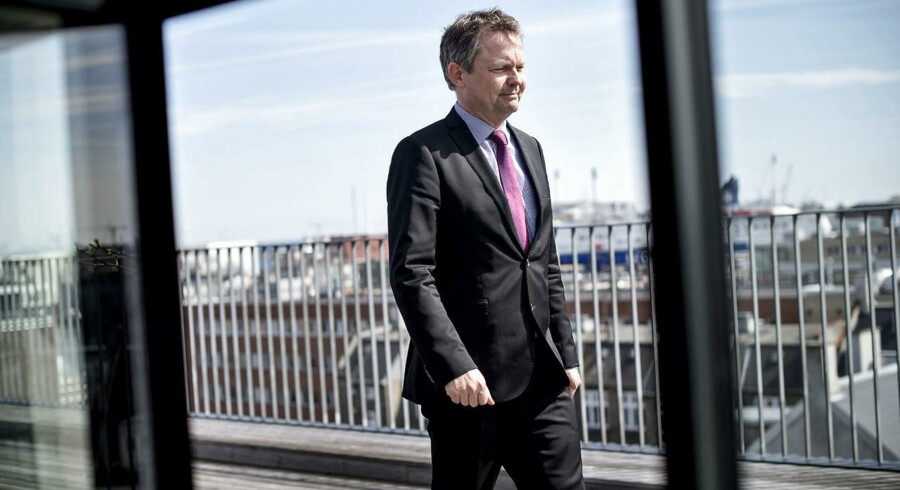 Det er med i opløbet om årets absolut mest opsigtsvækkende jobskifte - Ulrik Nødgaards farvel til Finanstilsynet og goddag til jobbet som cheflobbyist for modparten Finansrådet. Kan man egentligt skræve over så forskelligartede job?