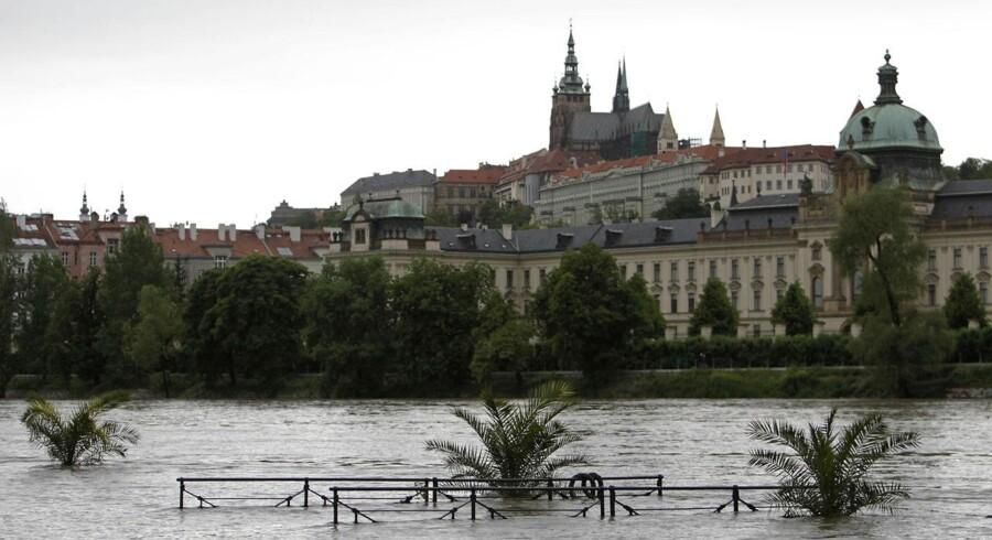 Den hær er sat ind for at redde hovedstaden Prag fra oversvømmelse.