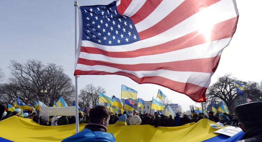 Såvel USA som Tyskland optrappede presset på Rusland for at få landet til at bakke ud af planer om at annektere Krim efter en folkeafstemning om tre dage, og advarede om økonomiske konsekvenser, hvis Rusland ikke makker ret.