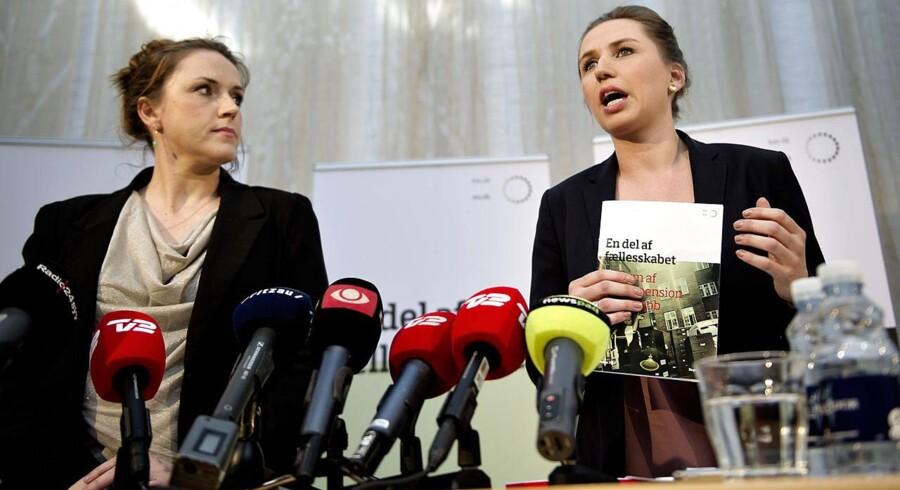 Socialminister Karen Hækkerup og beskæftigelsesminister Mette Frederiksen på pressemødet om reform, En del af Fællesskabet tirsdag den 28. februar.
