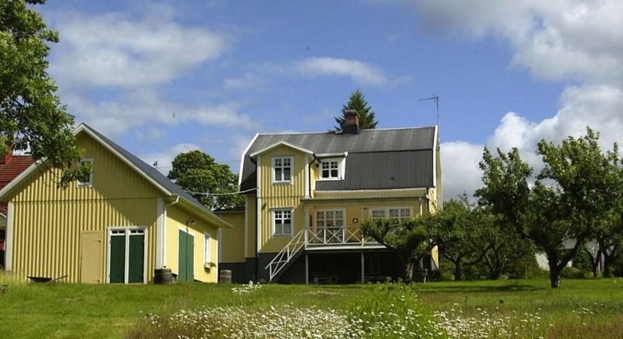 Sverige har også sænket boligskatterne på markant vis, så de nu højst kan udgøre 6.000 svenske kroner årligt, uanset hvor stor og dyr boligen er.