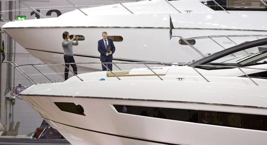 Det er de helt store yachts, som i de her år driver salget af luksusbåde.