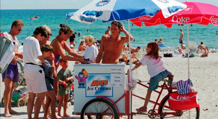 Marielyst Strand en varm sommerdag. Marielyst er nu så populær, at den næsten drukner i succes i højsæsonen.
