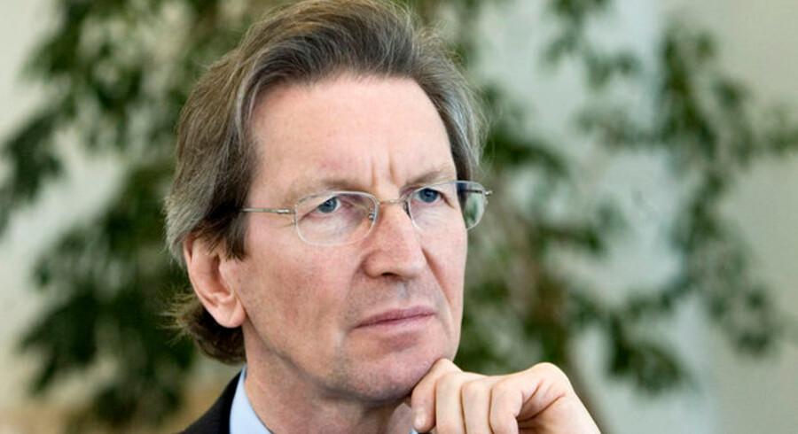 Berlingske-koncernens formand David Montgomery og Nyhedsavisens ejer Morten Lund bad administrerende direktør Svenn Dam forlade et vigtigt møde, tre dage før avisen lukkede.