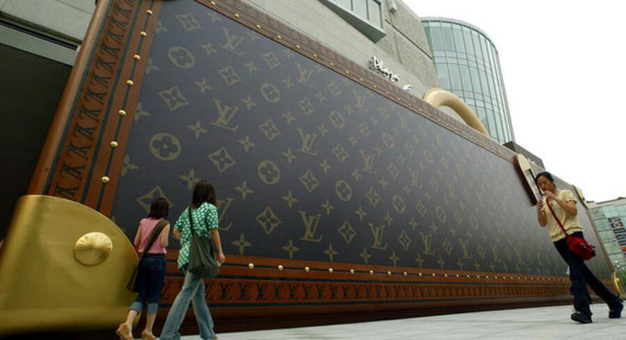 Louis Vuitton topper listen med en varemærkeværdi på over 100 milliarder danske kroner.