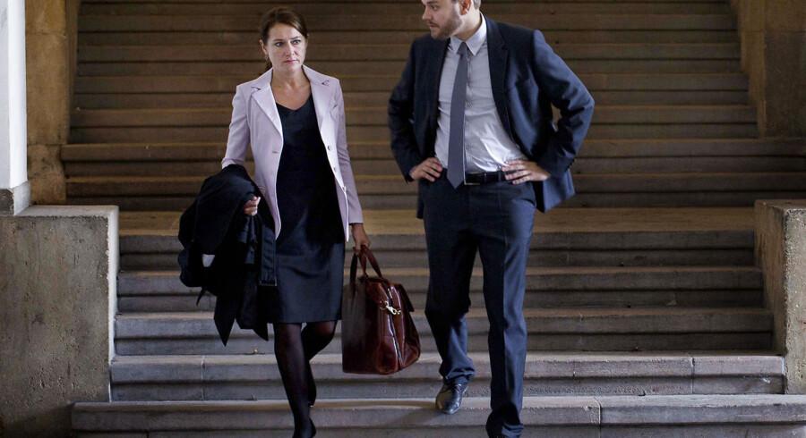 Birgitte (Sidse Babett Knudsen) og Kasper (Pilou Asbæk) i diskussion om valget af Danmarks nye EU-kommisær. Billede fra dramaserien 'Borgen' på DR1.