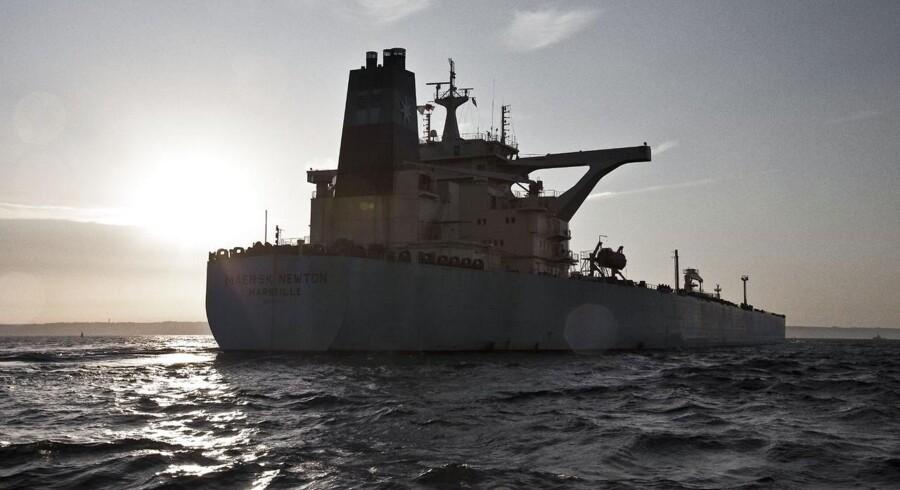 Maersk Tankers er på vej til at afvikle transporten af råolie og sælger derfor en stor del af sine tankskibe.