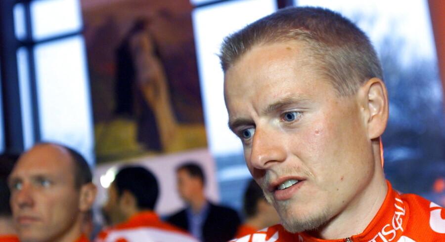 Michael Rasmussen hævder, at han under VM i 2001 blev introduceret til det forbudte stof synachthen af Rolf Sørensen. Senere på året blev Rasmussen præsenteret som ny rytter hos CSC Tiscali, hvor Sørensen i øvrigt stoppede.