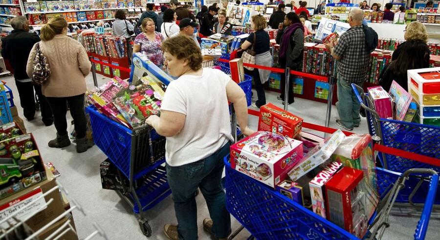 """""""Black Friday"""" er notorisk for de såkaldte """"doorbuster deals"""", hvor forbrugerne stormløber butikkerne og sikrer sig slagtilbud, når de åbner."""