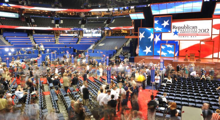 Det republikanske konvent i Florida er så småt i gang efter forsinkelser på grund af stormen Isaac.