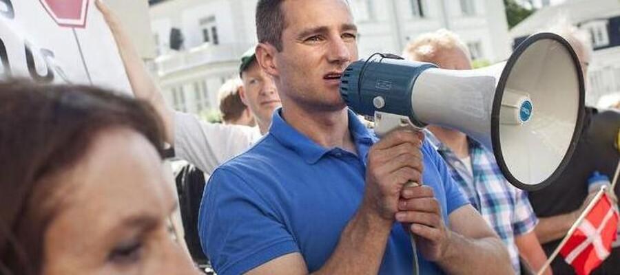 Rasmus Jarlov (K) Demonstration, d. 24. juli. foran Ruslands ambassade, arrangeret af en række politikere på tværs af partierne. Demonstrationen er imod Ruslands invasion og annektering af Krim. og landets adfærd overfor Østeuropa. Demonstrationen er ledet af Rasmus Jarlov (K) og Jakob Hougaard (S), begge københavnske lokalpolitikere.