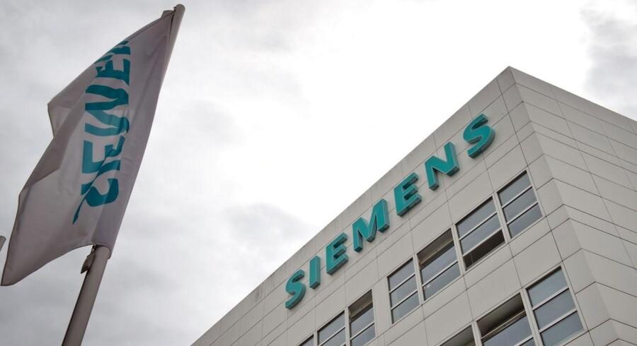 For 2014/15 venter Siemens en vækst i indtjeningen per aktie på mere end 15 pct., en profitmargin på 10-11 pct. for industriaktiviteterne og en flad organisk omsætningsudvikling.
