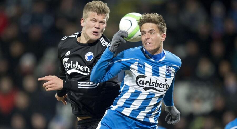 OB'eren Daniel Høegh, der her ses i nærkamp med FCK-angriberen Andreas Cornelius, kalder forløb i reserveholdskamp for 'mistænkeligt mærkeligt'.