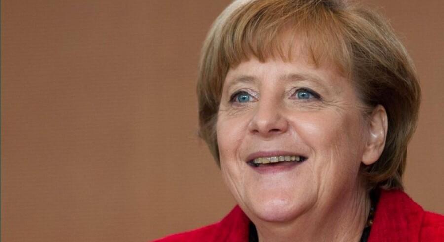 Angela Merkel kan roligt smile. De tyske ledighedstal faldt således med 12.000 mod en forventet stigning på 8.000.