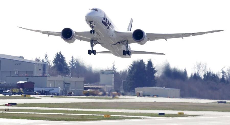 Her ses den LOT-Dreamliner, der mandag blev testfløjet i Washington, på vej i luften.