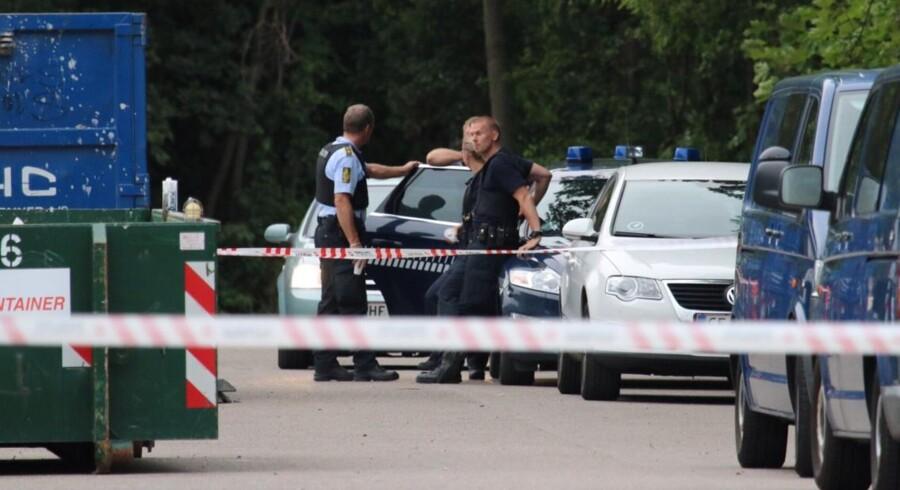 Polioti på stedet hvor et hittebarn lørdag blev fundet ved containere i Ballerup