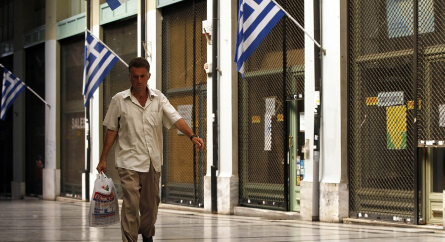 epa03843111 A man walks past shops shut down due to the economic crisis in Athens, Greece, 30 August 2013. Recession of the Greek economy has reached 4, 6 percent in Q2. EPA/ORESTIS PANAGIOTOU