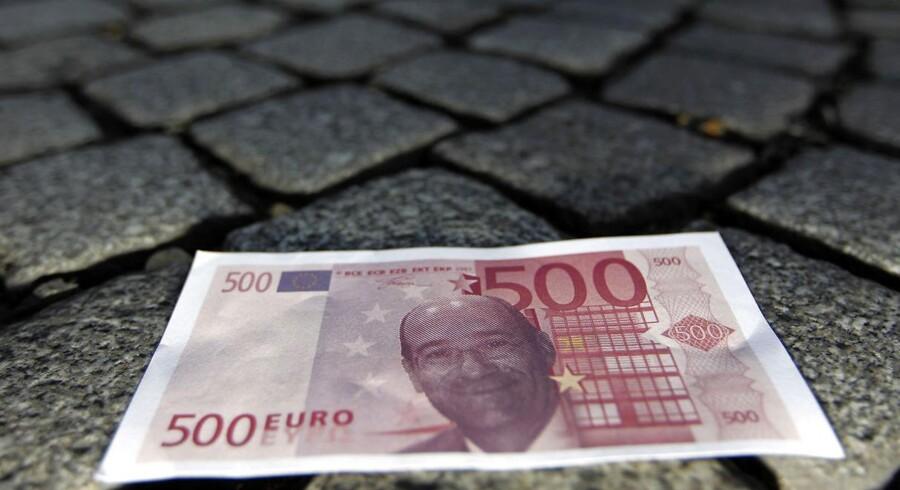 En falsk euro med billede af den franske arbejdsmarkedsminister Eric Woerth.