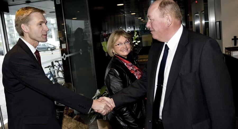 Det vakte opsigt, da Dansk Folkepartis to frontfigurer, nuværende partiformand Kristian Thulesen Dahl og daværende leder Pia Kjærsgaard, blev inviteret indenfor af LO-formand Harald Børsting. Nu er DF klar til at komme et ønske fra fagbevægelsen om såkaldt kædeansvar for virksomheder og kommuner i møde – men det nye standpunkt bliver mødt med mistro.