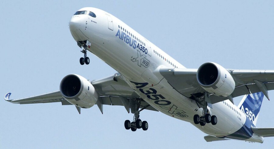 Den nye Airbus A350 lettede 14. juni på sin første testflyvning fra den sydfranske lufthavn Blagnac. Flyet blev præsenteret for potentielle købere tre dage senere på flyshowet i Paris.