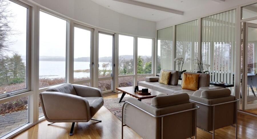 Med udsigt til Furesøen nord for København ligger Jesper Schierbeck-Hansens hjem, hvor harmoni og ro er i højsædet.