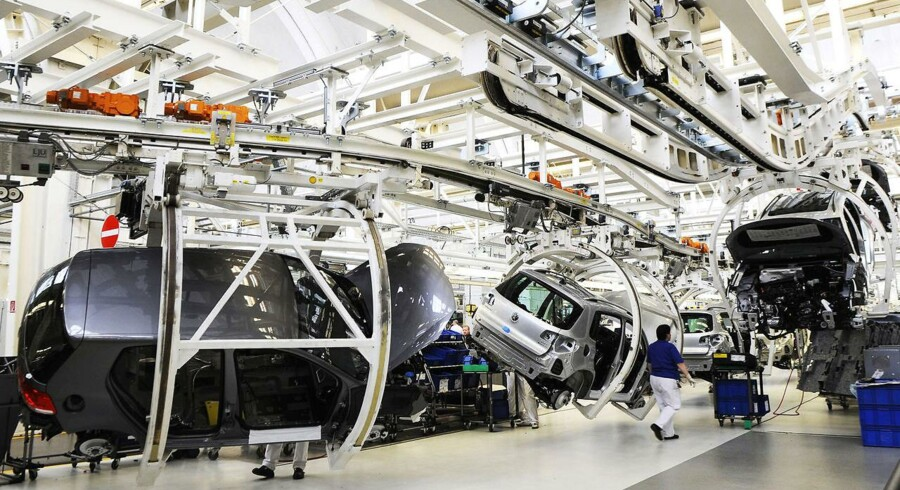 Den tyske bilindustri forventer at skabe 60.000 nye job i 2012.