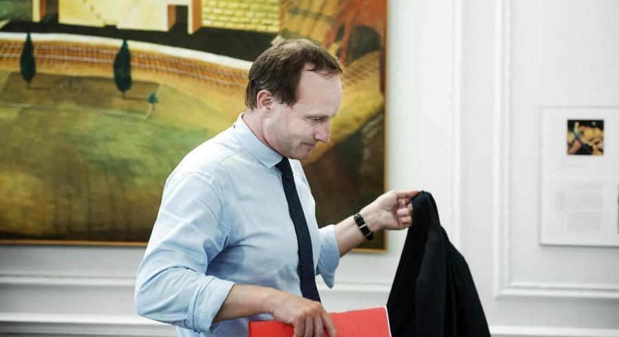 Martin Lidegaard ses her i samråd omkring solcellesagen.
