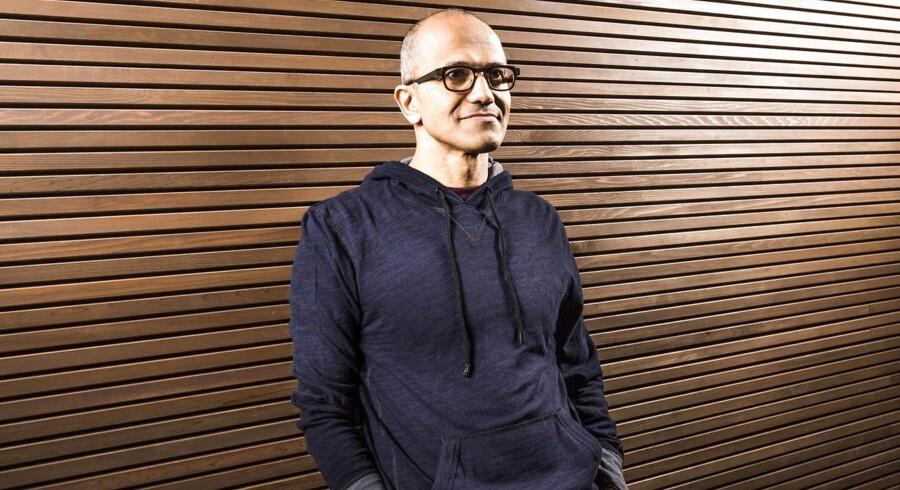 Satya Nadella får som topchef for Microsoft nogle store sko at skulle fylde ud som efterfølger til Bill Gates ogt Steve Ballmer. Men den indiskfødte IT-chef, der opgiver cricket og poesi som sine passioner i fritiden, kender virksomheden ganske godt – faktisk har han aldrig været andre steder, siden han blev uddannet.