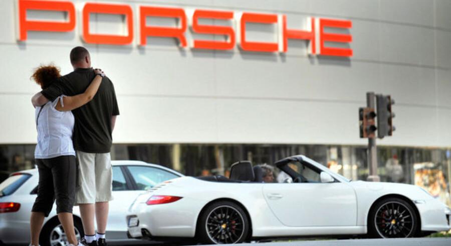 Koncernchef i Porsche Wendelin Wiedeking tabte magtkampen i det tyske sportsvognsselskab. Ny chef bliver den hidtidige produktionschef Michael Macht.