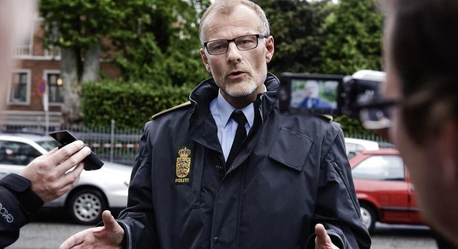 Arkivfoto: Det bekymrer Københavns Politi, som nu indskærper over for skraldefirmaerne, at deres chauffører skal låse lastbilerne, når de lader dem ude af syne. Her ses vicepolitiinspektør Henrik Møller Jakobsen.