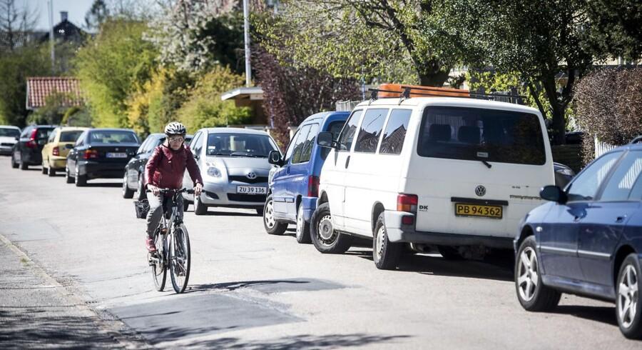 Området omkring Langgade Station i Valby i er ramt af parkeringsproblemer, efter den nye gule parkeringszone trådte i kraft i begyndelsen af marts. Det er de problemer, som borgmestre i omegnskommunerne frygter at overtage, hvis det i fremtiden skal koste penge at parkere i hele København.