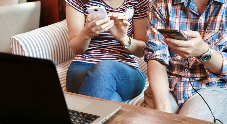 Det er ulovligt at sætte begrænsninger ind i et mobilabonnement for, hvor mange data af abonnementet man har lov til at dele med andet udstyr, som trådløst kobles til mobiltelefonen og dermed kan bruge internetforbindelsen via den. Arkivfoto: Iris/Scanpix