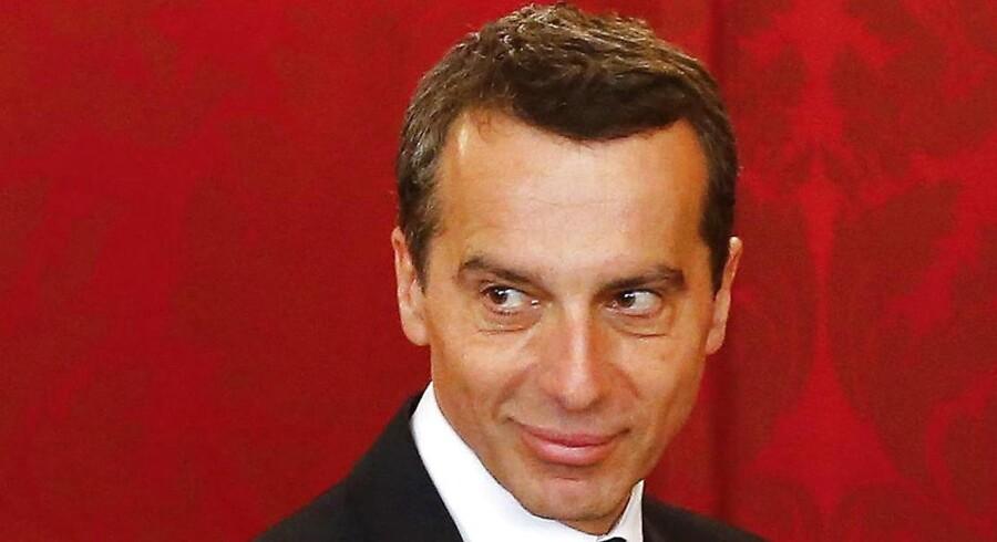 Østrigs kansler, Christian Kern - her fra maj 2016, da han kom til magten. Nu vil han holde østeuropæiske arbejdere ude af sit land ved at belønne virksomheder, der ansætter østrigere. REUTERS/Heinz-Peter Bader