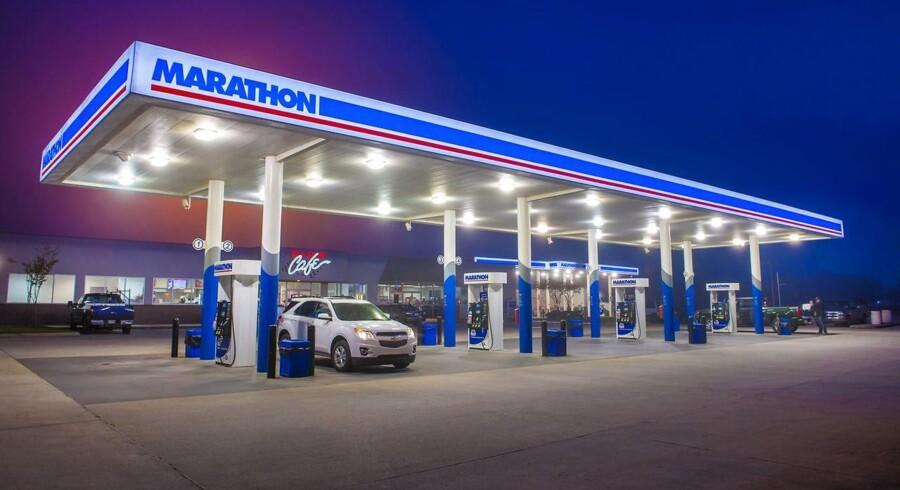 Energiaktierne faldt på den baggrund med 1,2 pct. i S&P 500. Værst gik det for Marathon Oil og Hess Corp., der tabte henholdsvis 6,7 og 4,0 pct, mens minusser til de to oliejætter Chevron og Exxon Mobil på 0,9 og 1,0 pct. trak ned i Dow Jones-indekset.