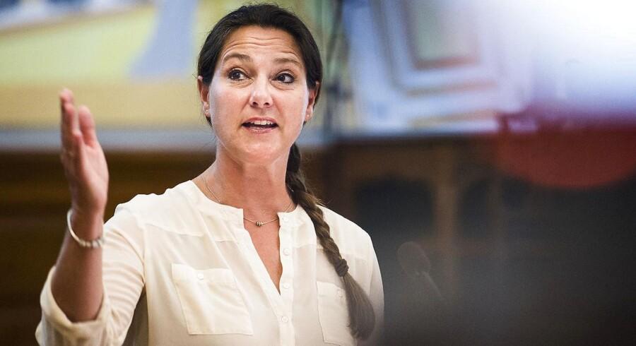 Venstres sundhedsordfører, Jane Heitmann, er overrasket over, at Socialdemokratiet nu vil sløjfe produktivitetskravet til sygehusene allerede fra næste år.