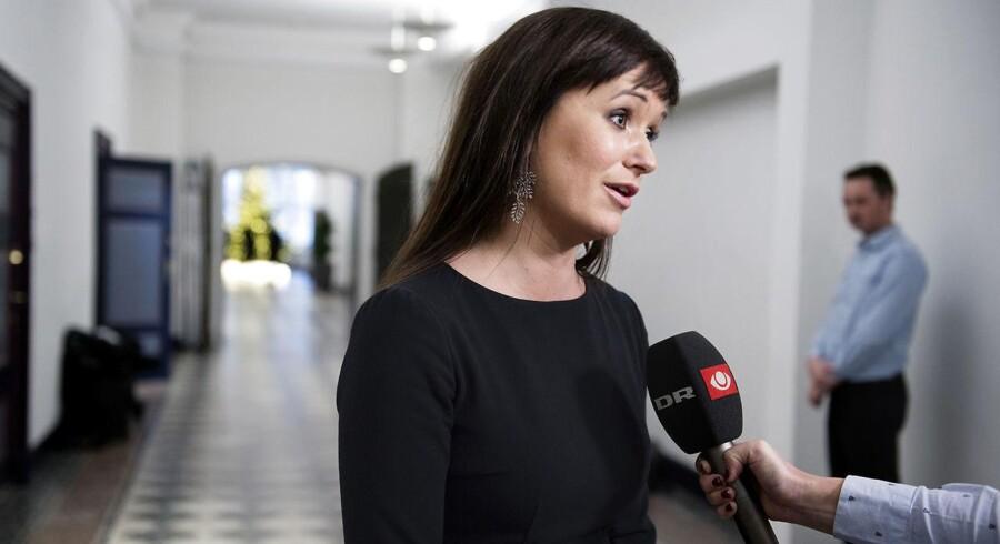 (ARKIV) Sophie Løhde taler med medierne efter OK18's første sættemøde mellem Centralorganisationernes Fællesudvalg og Moderniseringsstyrelsen i Finansministeriet tirsdag den 19 december 2017. 28. februar er fristen for ny statslig overenskomst. Fredag brød forhandlingerne sammen. Det skriver Ritzau, fredag den 23. februar 2018.. (Foto: Liselotte Sabroe/Scanpix 2018)