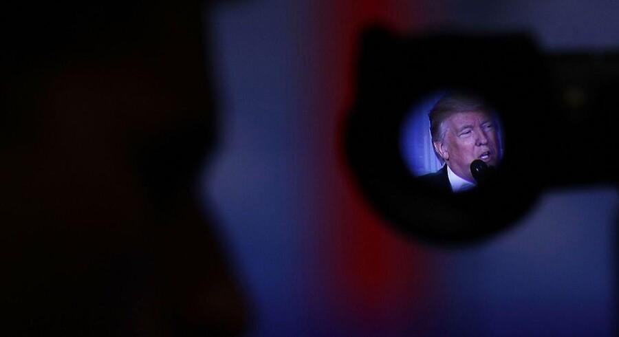 Det er anden gang på kort tid at den amerikanske præsident Donald Trump må forsøge at imødegå alvorlige lækager om hans familie og mulige bånd til Rusland. Eksperter mener at det må være kilder tæt på Trump, der er ansvarlig for lækagerne.